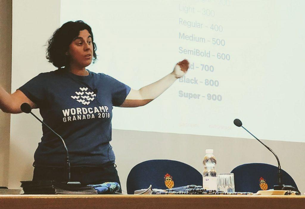 Ana Cirujano hablando de fuentes variables